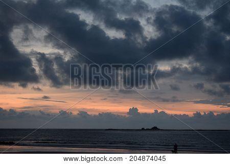 Atardecer antes de la tormenta en Tamarindo, Costa Rica