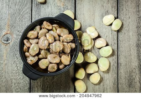 Broad Beans Stewed With Onion And Oregano