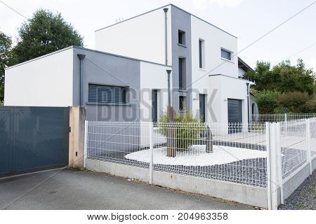 New Modern Architectural Design Style With White Painted Surface Wall Outdoor Bright Grey Decoration