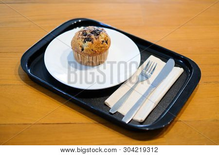 Muffin Chocolate Lava With Chocolate Chip And Banana Smell In Paper Cup Serve With Set Of Plate, For