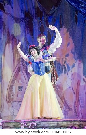 Snow White And Prince Charming Wave