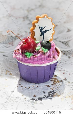 Cupcakes With Berries - And Decorative Gingerbread