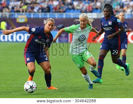 Kyiv, Ukraine - May 24, 2018: Amandine Henry Of Olympique Lyonnais (l) Fights For A Ball With Pernil
