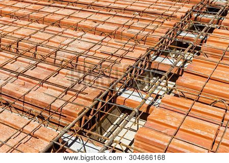 Construction details -Reduce the concrete in filler slabs, Lattice joist for reinforced concrete floor slab and clay block