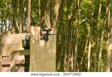 Paintball battle. The battlefield is equipped with turrets: they allow players to shoot their opponents from a privileged point of view while remaining protected. poster