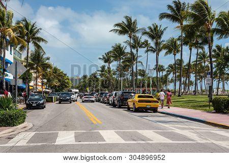 Miami, Fl, Usa - April 19, 2019: The Ocean Drive And Lummus Park At The Historical Art Deco District