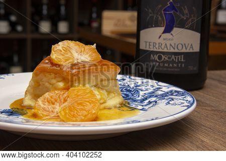 Tangerine Pudding - Caramelized Pudding Dessert With Tangerine. Harmonization With Wine.
