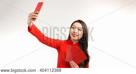 Asian Beautiful Woman Girl In The Ao Dai Red Dress Up Open The Red Envelope With Money, In The Lunar