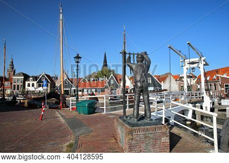 Monnickendam, Netherlands - September 15, 2020: The Harbor With The Statue Of De Visroker (the Fish