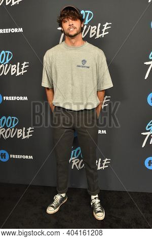 LOS ANGELES - JAN 08:  Actor Noah Centineo arrives for Freeform's
