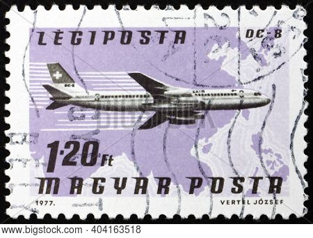 Hungary - Circa 1977: A Stamp Printed In Hungary Shows Plane Dc-8, Swissair, Southeast Asia, Circa 1