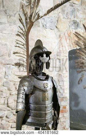 Gallery Of Knights Armor. Knights Iron Armor In The Museum