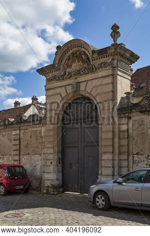 Senlis, France - May 19 2020: The Hotel De Faucigny-lucinge Or Hotel Du Plat-d'etain Is A Mansion In