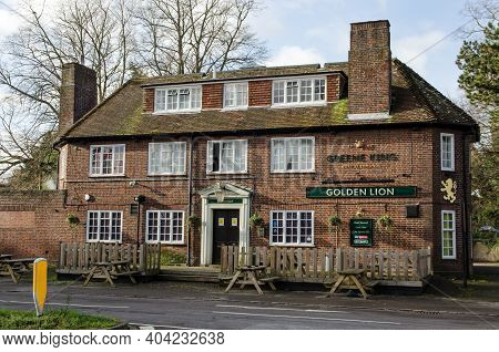 Basingstoke, Uk - January 17, 2021:  Exterior Of The Golden Lion Public House On The Edge Of The Via