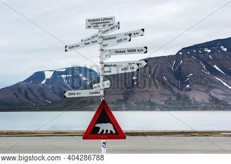 Spisbergen, Norway - July 2018 . Red Road Sign With A Polar Bear. (watch Out For Polar Bears) »polar