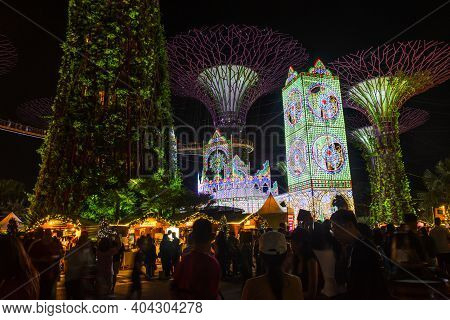 Singapore - December 19, 2019: Night View Of Lighting And Music Show With Supertree Of Christmas Won