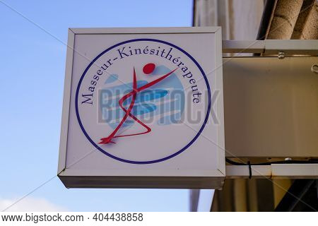 Bordeaux , Aquitaine  France - 01 18 2021 : Masseur Kinesitherapeute French Physiotherapist Masseur
