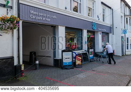 Bala; Uk: Sep 20, 2020: A Customer Pushes A Shopping Trolley Through The Entrance Of The Coop Superm