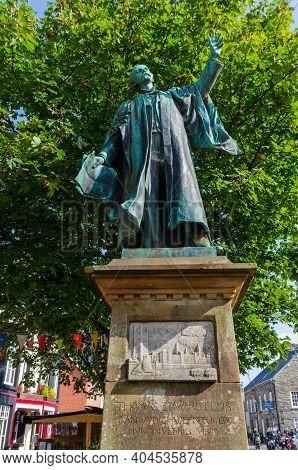 Bala; Uk: Sep 20, 2020: A Bronze Sculpted Statue Of Thomas Edward Ellis Stands Atop A Stone Column D