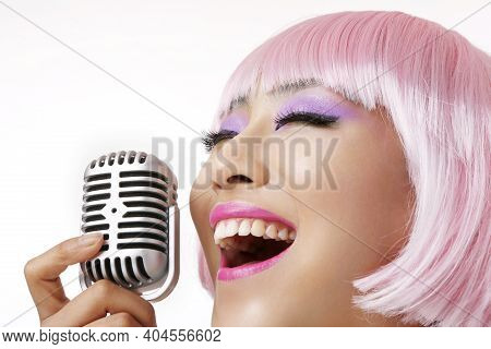 Wig Oriental Young Lady Sings The Cara Ok High Quality Photo