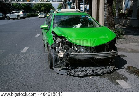 Bangkok , Thailand - December 17 , 2017 : Unidentified Car Damage As A Result Of An Accident Having