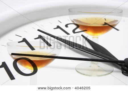 Gafas de vinos y reloj