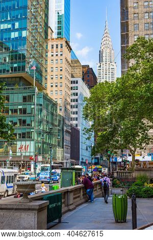 New York-june 9: A View Of Midtown Manhattan On 42nd St On June 9 2015 In Lower Manhattan.