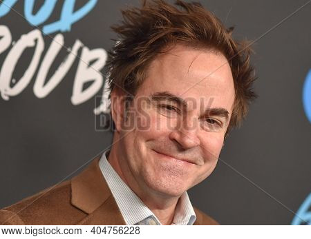 LOS ANGELES - JAN 08:  Actor Roger Bart arrives for Freeform's