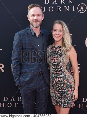 LOS ANGELES - JUN 04:  Shawn Ashmore and Dana Wasdin arrives for 'Dark Phoenix' Global Premiere on June 04, 2019 in Hollywood, CA