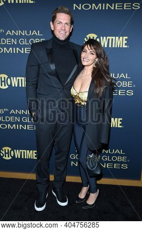 LOS ANGELES - JAN 05:  Actor Steve Howey and Actress Sarah Shahi arrives for Showtime Golden Globe Nominee Celebration Premiere on January 05, 2019 in West Hollywood, CA