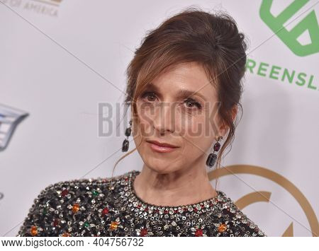 LOS ANGELES - JAN 19:  Actress Marin Hinkle arrives for the 30th Annual Producers Guild Awards on January 19, 2019 in Beverly Hills, CA