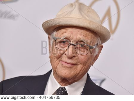 LOS ANGELES - JAN 19:  Producer Norman Lear arrives for the 30th Annual Producers Guild Awards on January 19, 2019 in Beverly Hills, CA