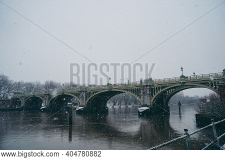 Richmond Upon Thames, London | Uk -  2021.01.24: Beautiful Richmond Lock And Weir Covered In Snow On