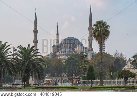 Sultanahmet Camii Or Blue Mosque On Sunrise View From The Sultan Ahmet Park In Istanbul, Turkey. Tra