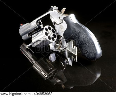 Dallas, Texas - Jan 2021   Smith And Wesson 357 Magnum Revolver Six Shooter. Sometimes Called A Snub