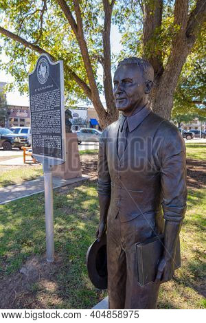 Georgetown, Texas, Usa - November 3, 2020: Statue Of Dan Moody, Attorney And Former Governor Of Texa