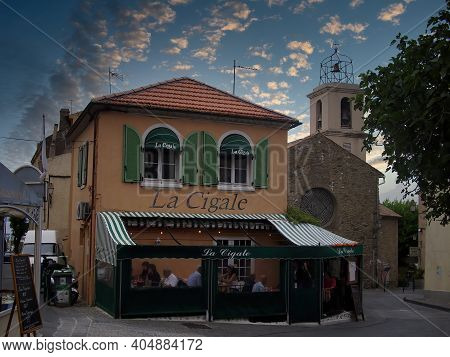 Sainte Maxime, France - 07th May 2018: A German Photographer Visiting The French Riviera, Taking Pic