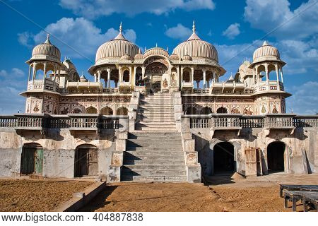 Mandawa, India - Dec 01, 2020: The Beautiful Ornate Domes And Arches Of A Traditional North Indian P