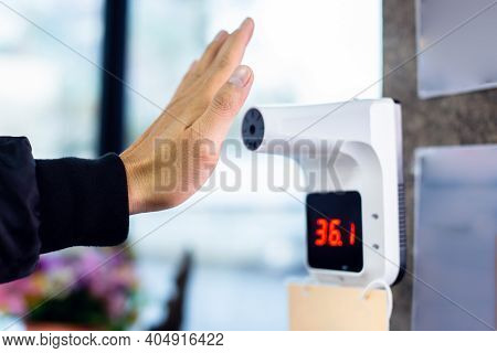 Selective Focus To Hand With Temperature Scanning Machine For Fever.