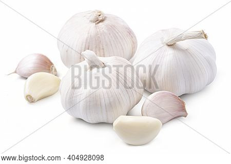 Isolated Garlic.. Fresh Peeled Garlic Cloves, Bulb  With Garlic Slices Isolated On White Background.