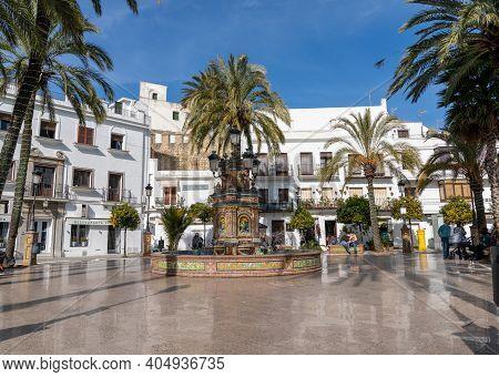 The Plaza De Espana De Vejer Square With Fountain And Palm Trees