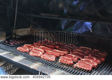 Cooking Typical Parrilla Latina South American Barbecue For Cooking On Live Coal Grill (no Flame).tr