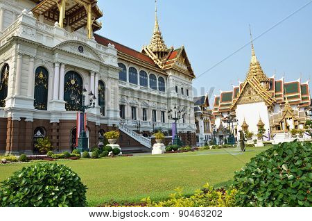 View Of Chakri Maha Prassat Hall In Gland Palace Of Bangkok ,thailand