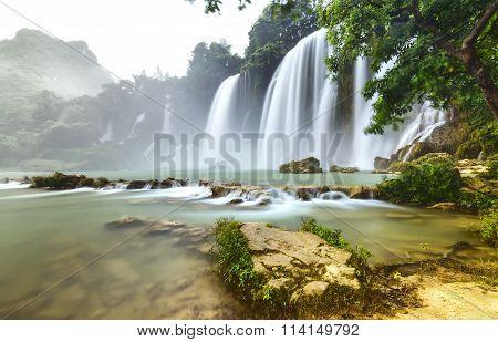 Ban Gioc Waterfall flickers inside foliage