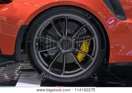 Zoom Sports Car Wheel In Car Show Event