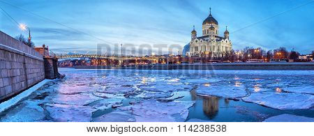 Panoramic Image Of Moscow River Neat Christ The Savior Temple