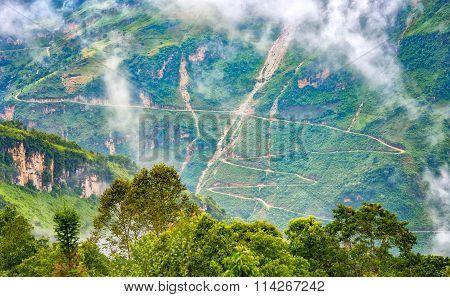 Supply winding road passes most dangerous Ha Giang