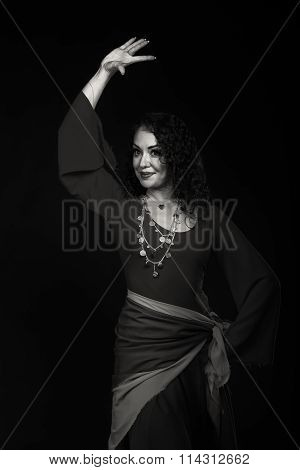 Photo Portrait of beautiful gypsy. The traditional image of the gypsy.