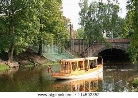 Boat in Kronvalda Park.