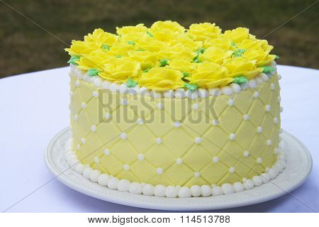 Yellow cake with yellow frosting roses white border accents